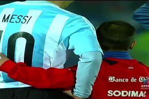 Messi e il selfie triste con il giovane tifoso