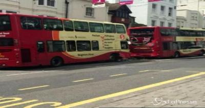 Scontro fra bus a Brighton: 5 feriti gravi, 2 in fin di vita