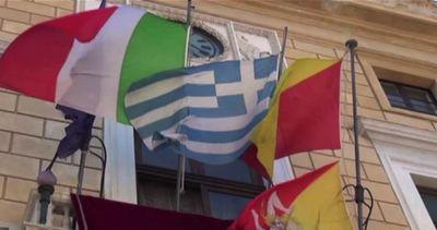 Grecia, a Palermo esposta la bandiera greca nella sede del ...