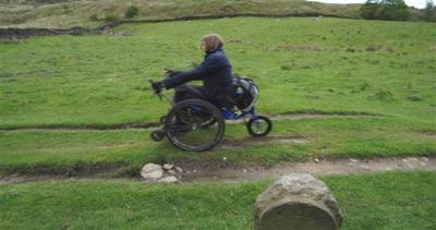 Sedia a rotelle innovativa cambia la vita dei disabili