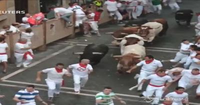 Spagna, al via la festa di San Firmino: in 3 incornati dai ...
