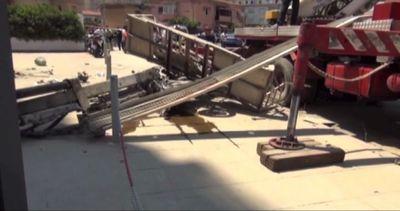 Palermo, crolla una gru durante i lavori: feriti due operai