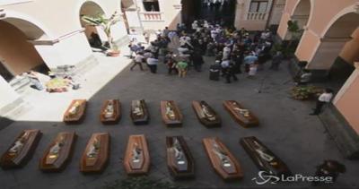 Sbarchi, oggi a Catania funerali 13 vittime del naufragio ...