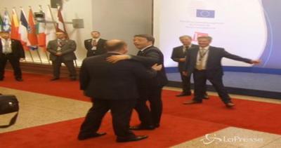 Grecia, siparietto Renzi-Muscat: Ciao Joseph, parlavo male di Malta