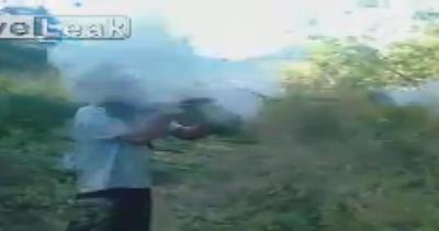 Maneggiare con cura, il fucile può esplodere fra le mani