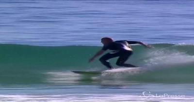 Mick Fanning torna sul surf una settimana dopo l'attacco di uno squalo