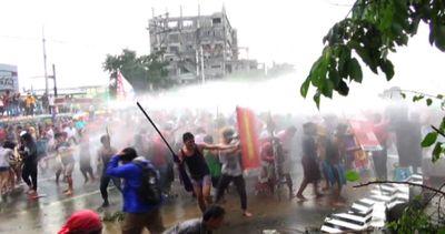 Protesta a Manila contro Aquino, la polizia usa cannoni ad ...
