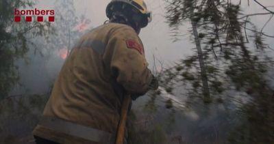 Incendio vicino a Barcellona minaccia mille ettari di ...