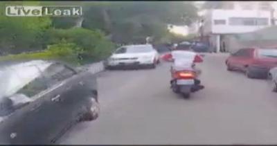Polizia vs fuggitivo: l'inseguimento sembra infinito, poi ...