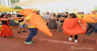 Ballare con una carota a Expo? Alla Festa di frutta e ...