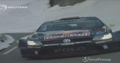 Il pilota di rally, lo sciatore e il salto da brivido