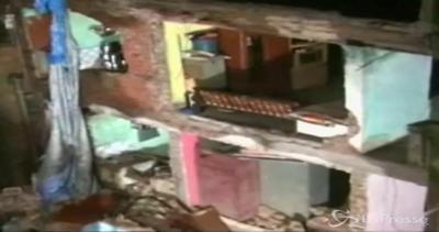 Crolla edificio a Mumbai: almeno 2 morti, molti intrappolati