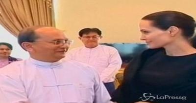 Angelina Jolie ricevuta dal presidente birmano come ...