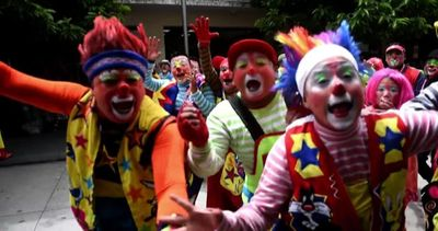 Nasi rossi e scarpe lunghe: il festival dei Clown in ...