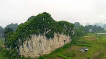 Cina, una delle più difficili vie di arrampicata