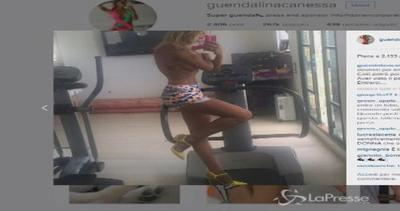 Guendalina Canessa a seno nudo in palestra: sexy fitness ...