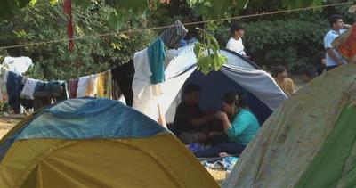 Campeggiano in Grecia, ma non sono in vacanza