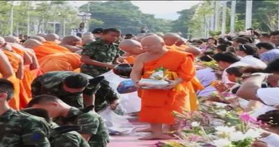 Quaresima buddista in Thailandia, i monaci 'colorano' di ...
