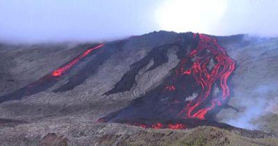 La spettacolare eruzione del vulcano sull'isola La Reunion