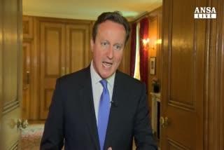 Cameron, barriere e cani contro migranti
