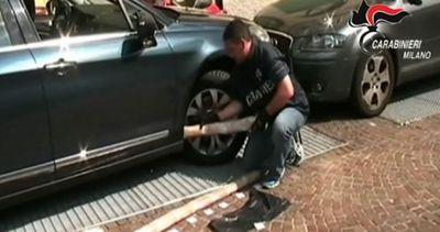 36 kg di eroina nascosti dentro un'auto a Milano: tre ...