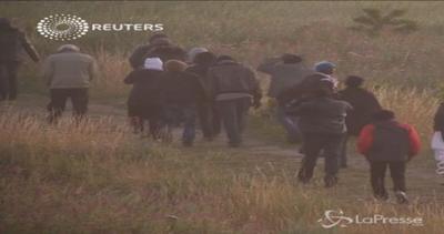 Ancora emergenza migranti all'Eurotunnel, Francia e Regno ...