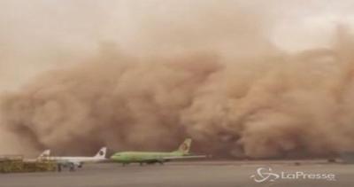 Maxi tempesta di sabbia investe la Giordania