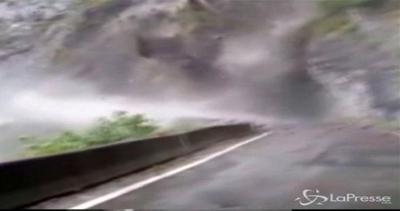 Piogge torrenziali in Cina: frane e fiumi di fango ...