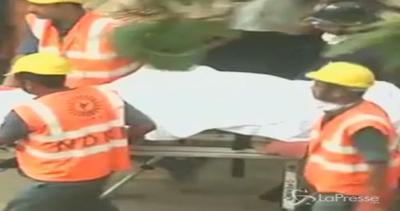 Crolla palazzo vicino a Mumbai: 12 morti e 7 feriti