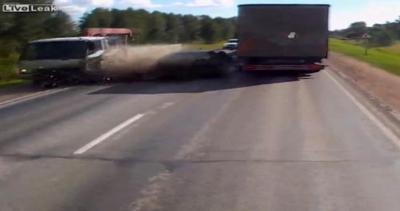 Sorpasso azzardato, frontale assicurato: conducente vivo ...