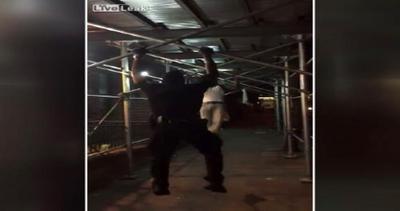 Gara di trazioni alla sbarra: poliziotto annienta lo ...