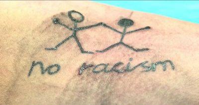 Il razzismo in Austria si combatte con i tatuaggi gratuiti
