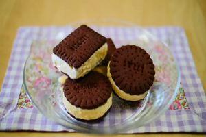 Biscotti al cacao e gelato alla crema, da provare ...
