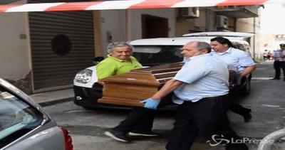 Salerno, duplice omicidio: un giovane uccide madre e sorella