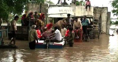 Maltempo, almeno 180 i morti in India per le inondazioni