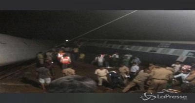 Due treni deragliati in India: almeno 28 morti e 40 feriti