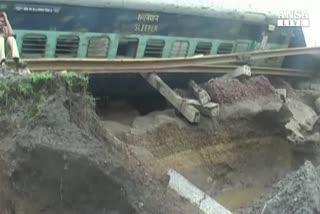 Doppio deragliamento di treni in India