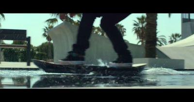 Skateboarder professionisti provano lo skate di Ritorno al ...