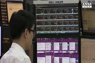 Borsa, Asia parte in picchiata poi tenta il recupero