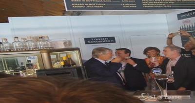 Pausa birra al meeting di Cl per Poletti: una pinta alla