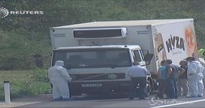 Orrore in Austria, decine di migranti morti in un camion.