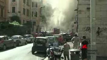 Colonna di fumo su Trastevere, evacuato palazzo per incendio