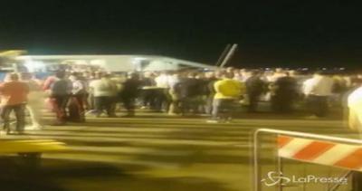 Sbarcati a Palermo 471 migranti, con loro anche 52 salme