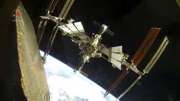 L'attracco della navicella Soyuz alla stazione spaziale ...