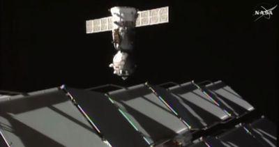 Spazio, c'è da spostare una Soyuz: trasloco sulla Iss