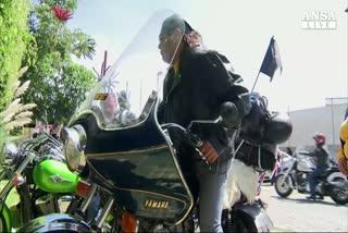 Viaggio da record per motociclista cieco