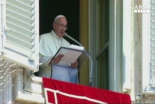 Il papa: basta con le stragi di migranti
