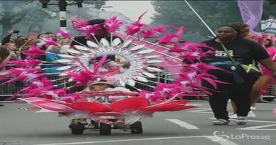 Il carnevale di Notting Hill invade Londra con colori e ...