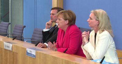 Immigrati, Merkel: l'Italia non resti sola, dev'essere ...