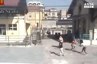 A Bergamo spacciatori arrestati in diretta video